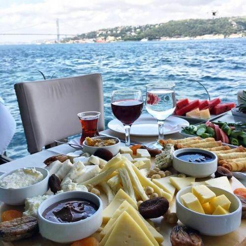 istanbul_bogaz_kiyisinda_kahvalti