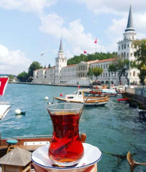 İSTANBUL'DA BOĞAZ MANZARALI KAHVALTI