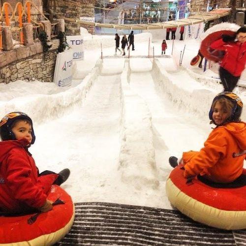 istanbulda_cocuklarla_kar_kizak_keyfi_snowpark