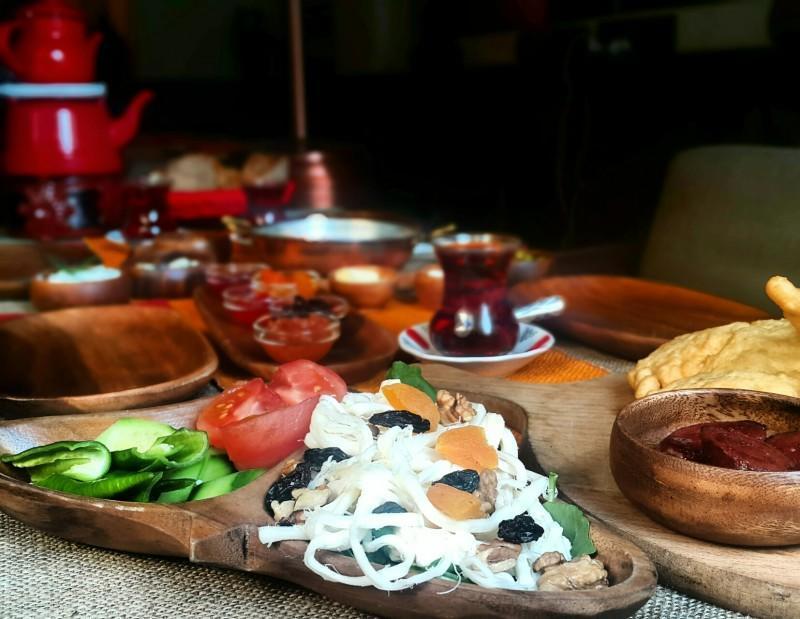 Karaköyde-kahvaltı-nerede-edilir-gezenti-anne