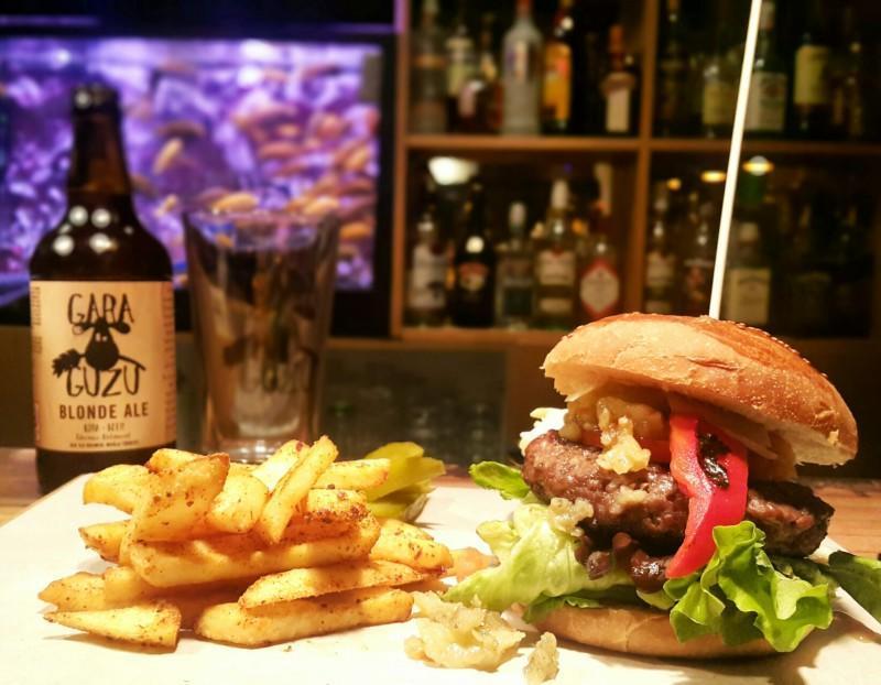 Taksimde-burger-nerede-yenir-gezenti-anne-01