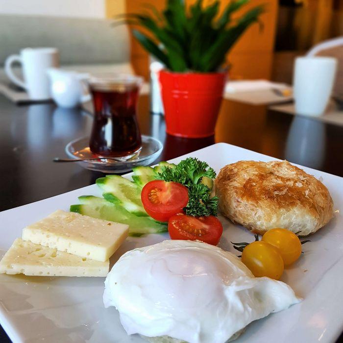 izmir_otel_tavsiyesi_hilton_kahvalti