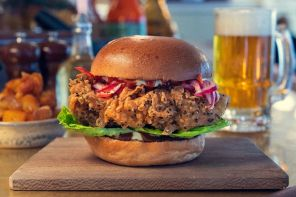 A tongue In cheek nod to a certaIn well known classIc, the Foxlow XInger Burger